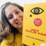 Carlie van Tongeren met haar nieuwe boek Het zusje van