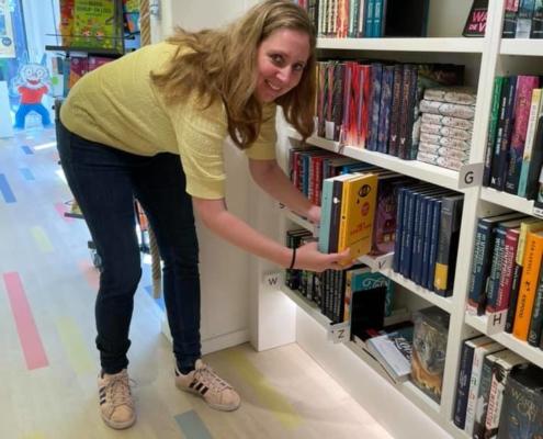 Carlie van Tongeren op bezoek bij Boekhandel Broekhuis Deventer
